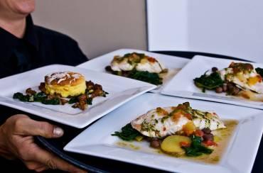 Μάθημα θάρρους 3ο : Πώς θα αντικρούσετε τις πιέσεις των άλλων να φάτε στις κοινωνικές εκδηλώσεις
