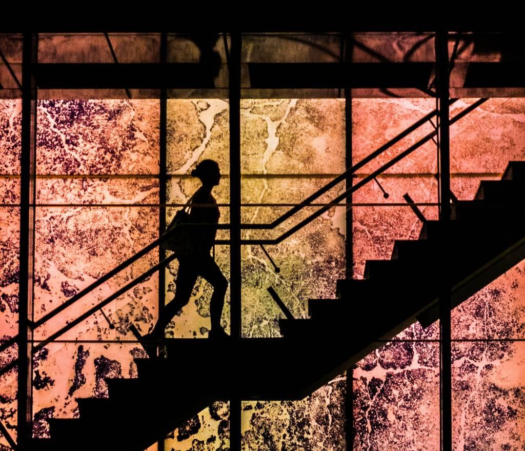 προτιμήστε τις σκάλες αντί του ασανσέρ