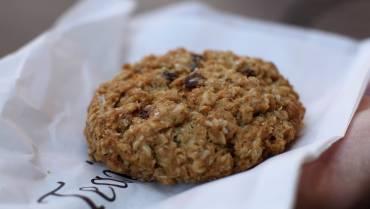 Μπισκότα με βρώμη, ξηρούς καρπούς και αποξηραμένα φρούτα