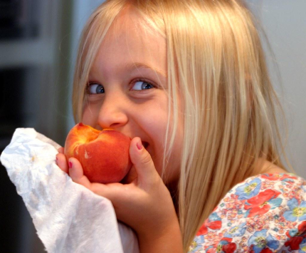 τρώει το παιδί μου φρούτα