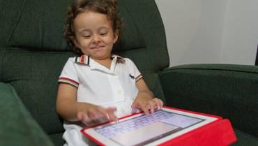 Πώς θα καταφέρω το παιδί να τρώει χωρίς οθόνη